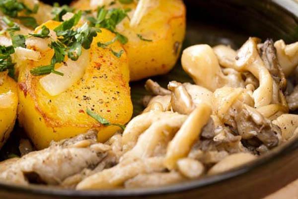 вешенки с картошкой жареные