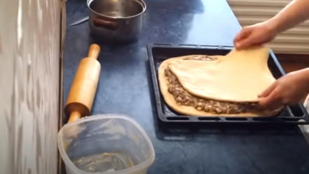 раскатка теста для пирога